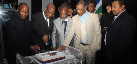 Minister of transport, Sibusiso Ndebele joins Executive Mayor Amos Masondo in cutting a birthday (Pic: Enoch Lehung)